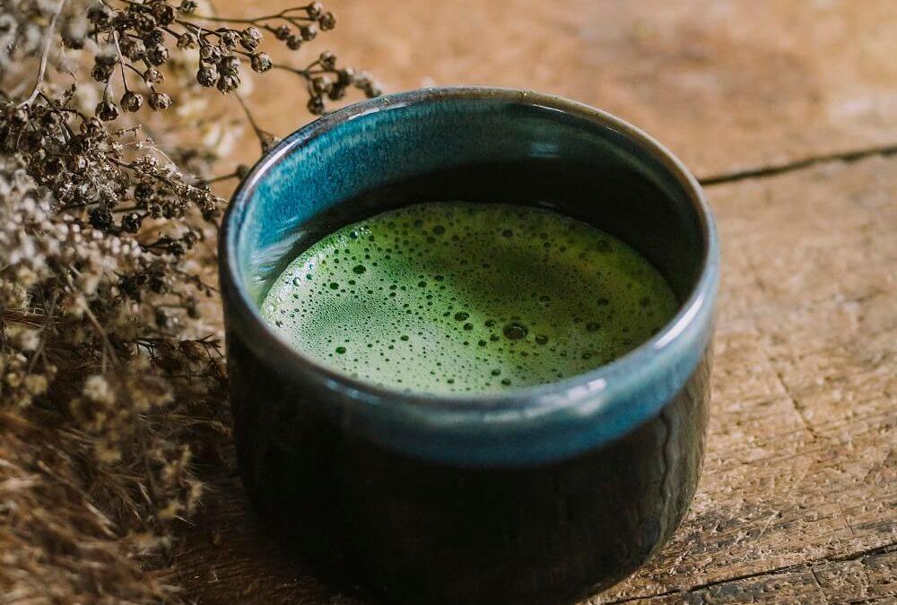 Czy zielona herbata pobudza Twój organizm?